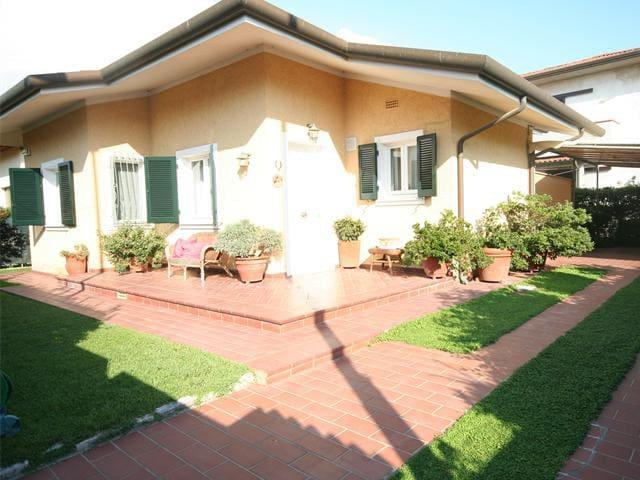 Bella villetta singola con giardino - Pietrasanta - Σπίτι