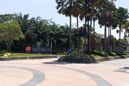 USJ Heights Cozy villa with pool - Subang Jaya