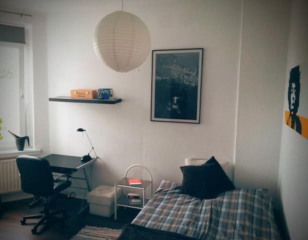 Helles Zimmer in Stadtparknähe - Hamburgo - Apartamento