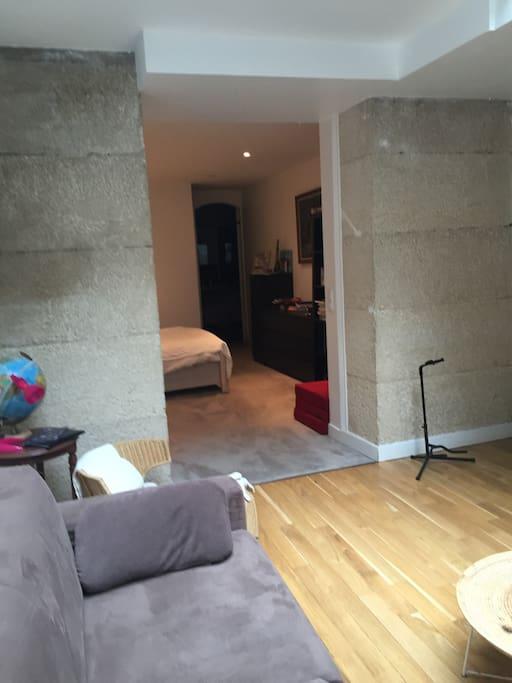 Vue de la chambre depuis le salon