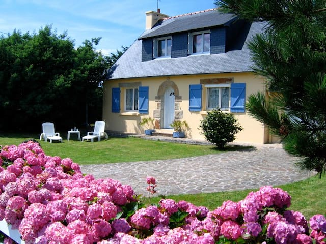 "Family cottage ""Les Hortensias"" - Lanvéoc - House"