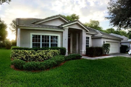 Very Large 4 Bedroom Home with Pool & Hot Tub - Coconut Creek