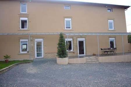 Chambre 25M² + Salon style moderne - Simandres - Casa