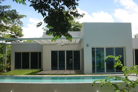 Villa Eden (built in 2015), is one of 3 high-end beach houses in the exclusive gated community Eden Blu Paradisio, was designed with comfort, elegance, and entertaining in mind. For a family looking for the finest in luxury accommodation in Samara .