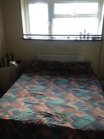 Private Double Room in Family Home - Hatfield
