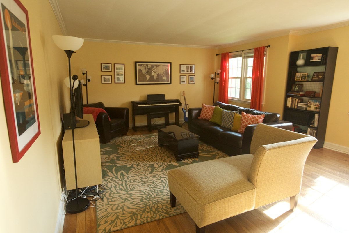 Living Room. Additional Guests Could Put Inflatable Air Mattress On Floor  Or Sleep On The