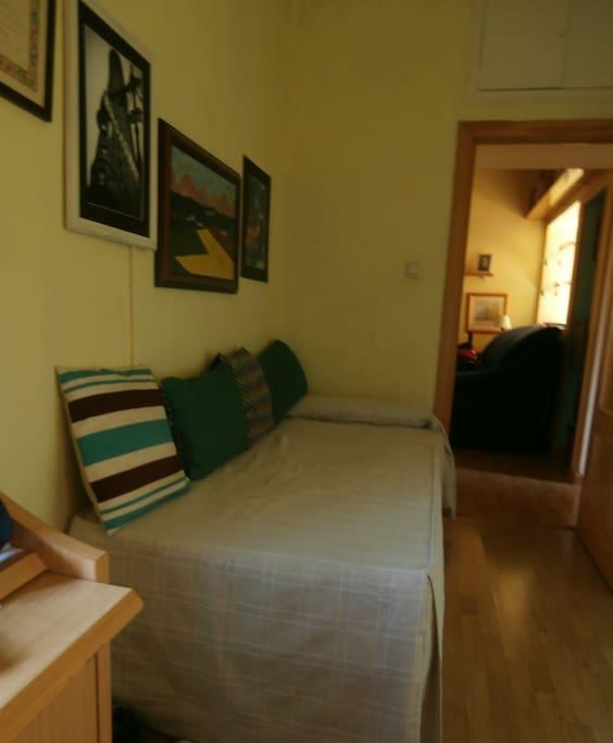 Habitaci n muy soleada con wifi apartamentos en alquiler for Habitacion ambiente familiar
