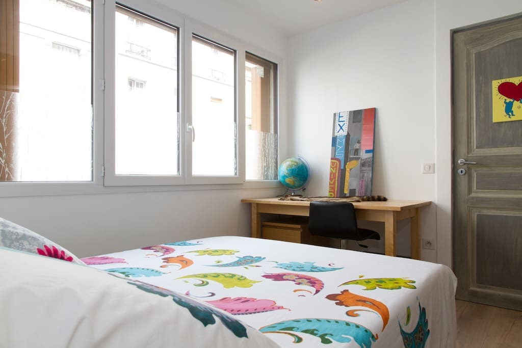 The bedroom communicates with the dining room