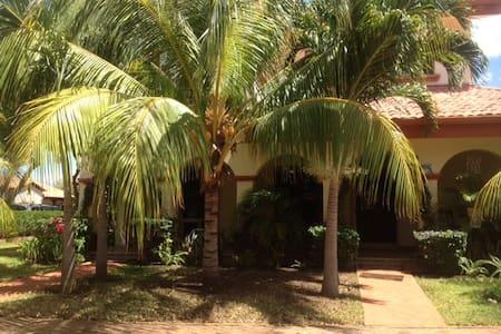 Casa de Los Delfines - Gran Pacifica Resort - Talo