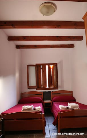 Twin room (linen, bedding and towels are provided for)