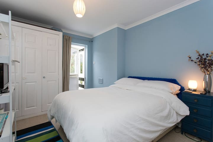 TRANQUIL, DOUBLE ROOM. GREAT LOCATION.