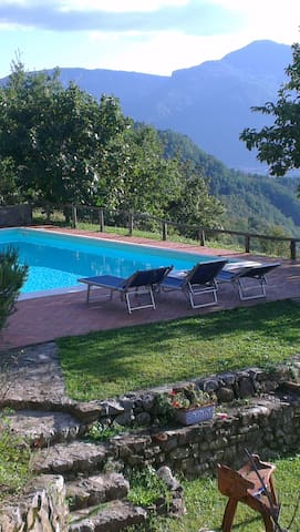 Private Barn  breathtaking views - Fosciandora - House