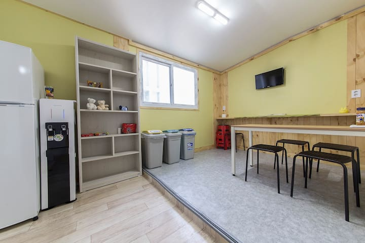 *Small two person room (TWIN room)