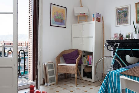 Cozy private room BCN city center - Barcelona