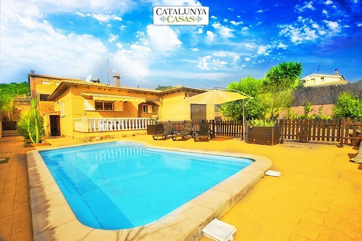 Three-bedroom villa in Mas Borras with a private, secure pool, just 5 minutes from the beach - Costa Dorada - Villa