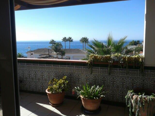 Charming House by the Beach - Mijas Costa - ที่พักพร้อมอาหารเช้า