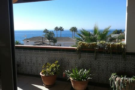Charming House by the Beach - Mijas Costa - Bed & Breakfast