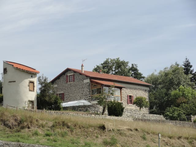 Appartement dans ferme rénovée - Coubon - Apartamento