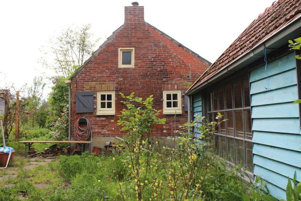 Knus huisje met grote tuin huizen te huur in zandeweer for Huizen te koop in groningen