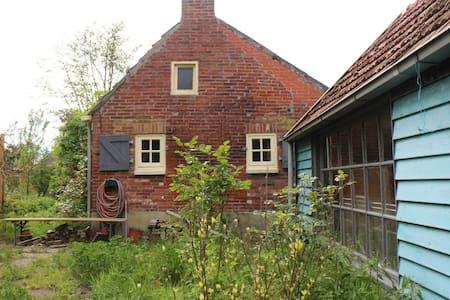 Knus huisje met grote tuin - Zandeweer