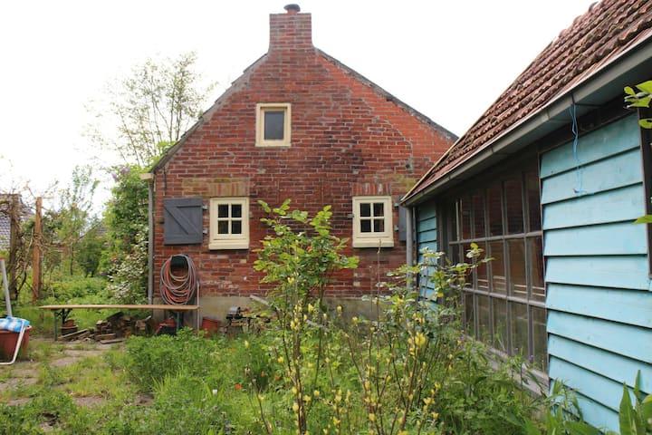 Knus huisje met grote tuin