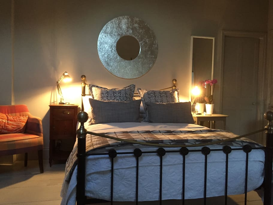 Cosy ambience with angle poised bedside lighting.