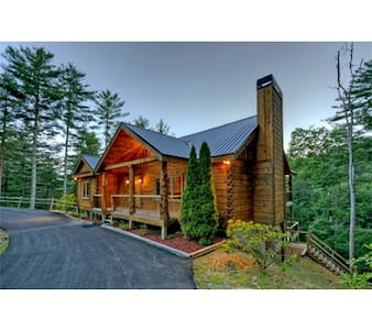 NEW Mountain Cabin- 5 Mins. to Downtown, PAVED RDS - Blue Ridge