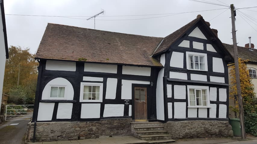 The Old Forge (1) - Pembridge - Huis