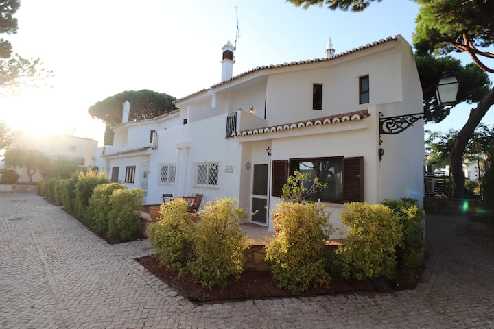 Vale Lobo 3 bed townhouse just 3min walk to beach