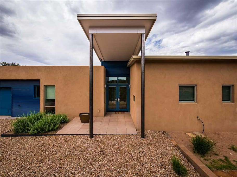 Just Like Home - Once you arrive at this beautiful Sante Fe home, you may never want to leave!