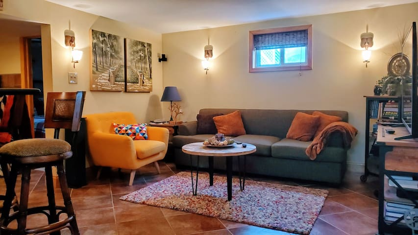 Stunning cozy 1BR apt, amenities/pool/NY bus 20min