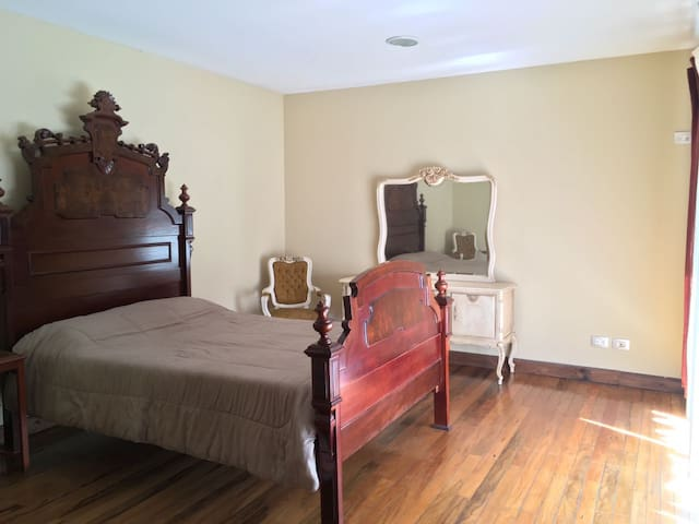 Beautiful room in the middle of the city! - Montes de Oca - Dům