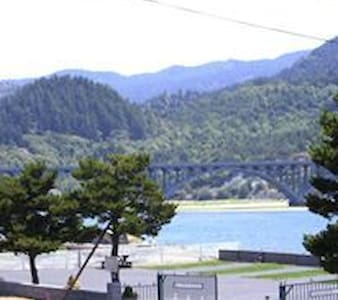 Eagle Bay Vacation Rentals/ Cabin 1 Rogue - Gold Beach
