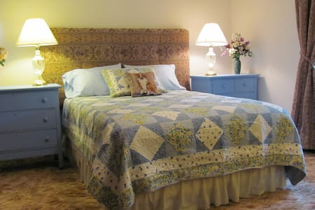 LORD CARLTON COUNTRY MANOR HOUSE - Bed & Breakfast