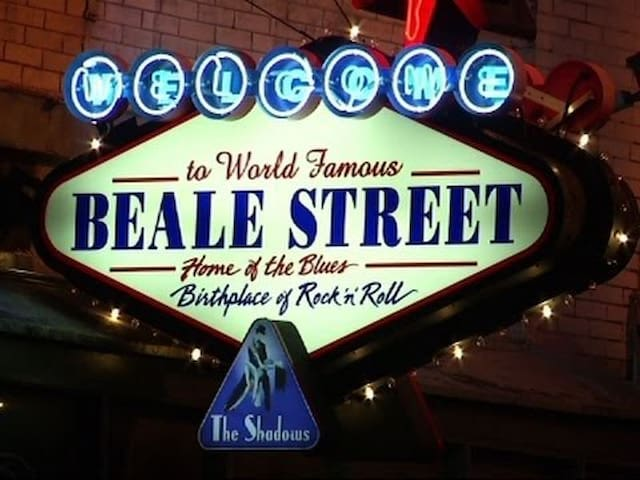 Drink, Eat and Party on Beale