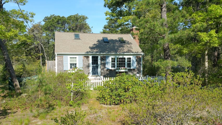Charming Cape Cod Cottage Eastham