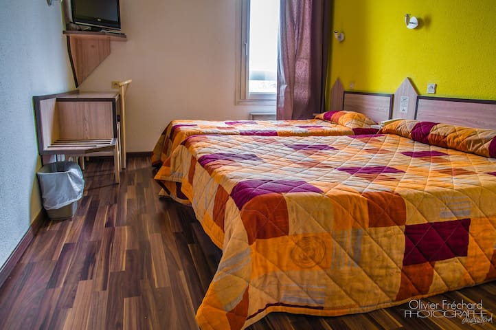 Chambre Double / Triple - East Hotel **