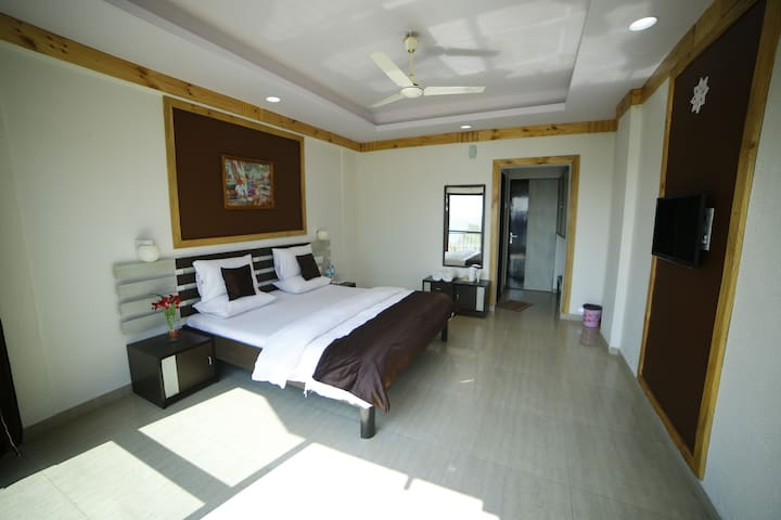 Deluxe Double Room With Mountain View Non. A.C.