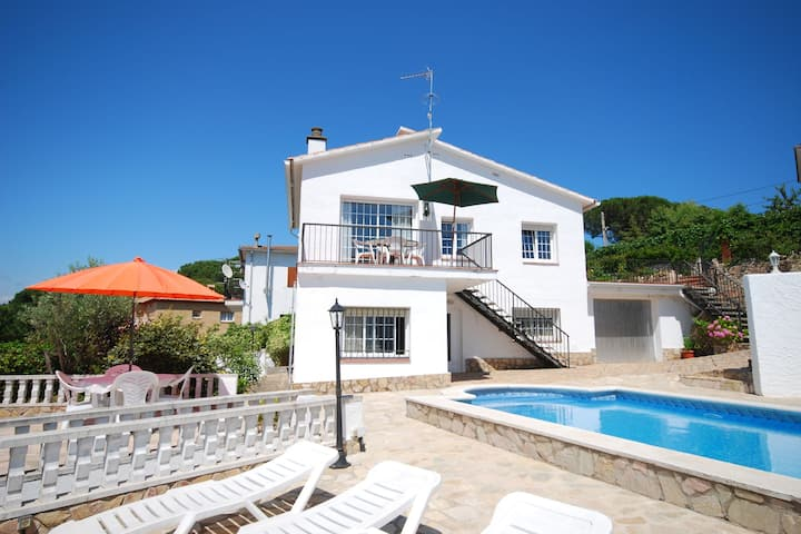Tempting Villa in Lloret de Mar with Private Swimming Pool