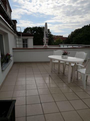 Pokój na poddaszu z pięknym balkonem