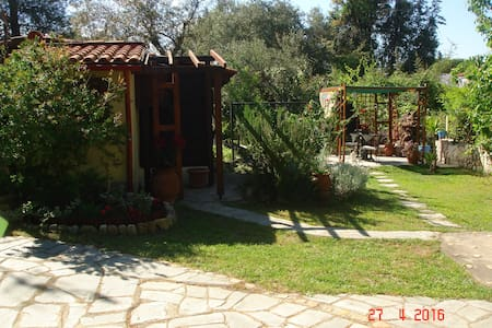 Cottage with garden near the sea! - Vourvourou - Gua