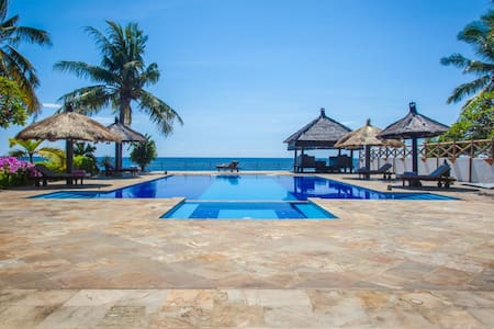 Seafront villa with large pool - Airsanih