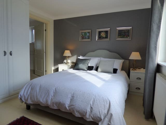 Private ensuite room in Lelant, St Ives , Cornwall - Lelant - Casa