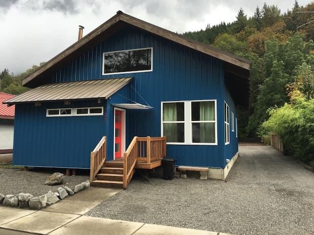 Skykomish newly remodeled modern cabin