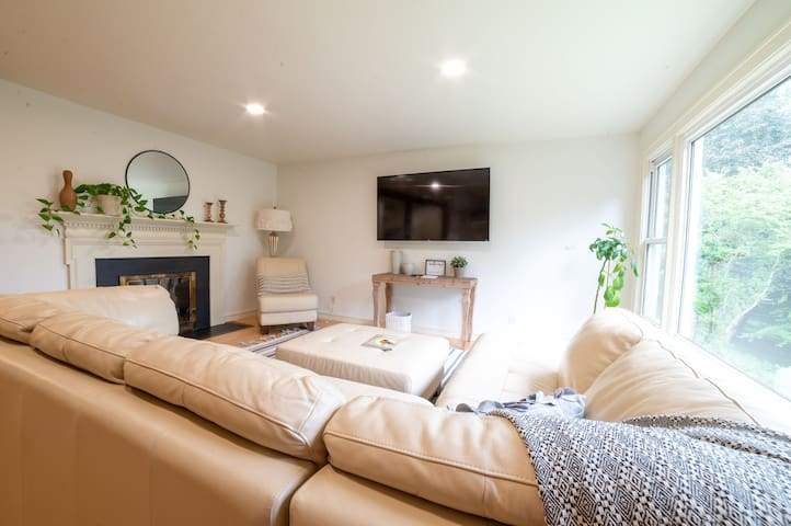 New! House in the Hills w/king bed Secluded LUXURY
