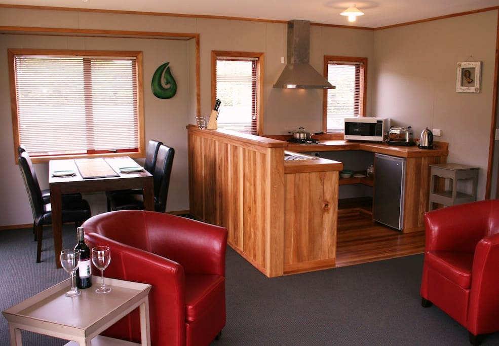 Rimu kitchen with dining area & leather furniture