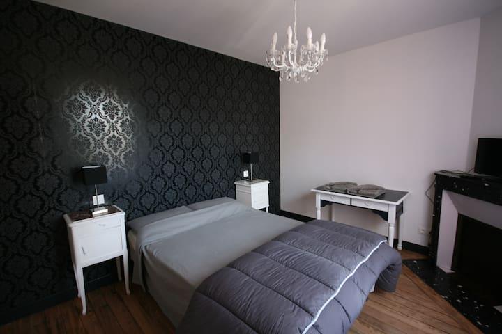 """chambre 1 """"Ici et Là"""" Venarey Les Laumes - Venarey-les-Laumes - Bed & Breakfast"""