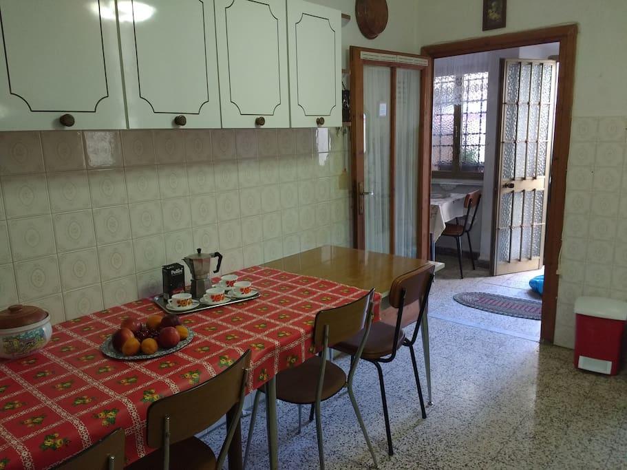 L'ingresso principale dell'abitazione e ingresso alla cucina