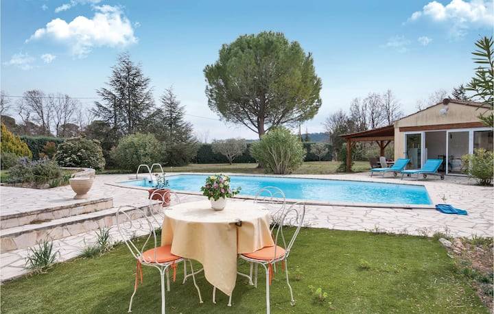 Nice home in Figanieres with Outdoor swimming pool, WiFi and Outdoor swimming pool