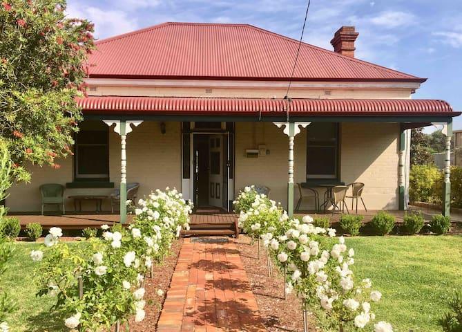 Myrtle Cottage (Entire House)